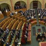 Az ellenzék is megszavazta a képviselők béremelését, csak a DK nyomott nemet