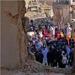Ferenc pápa történelmi látogatáson kereste a vallási békét Irakban