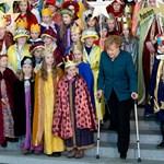 Fotók: így biceg mankóival síbalesete után Angela Merkel