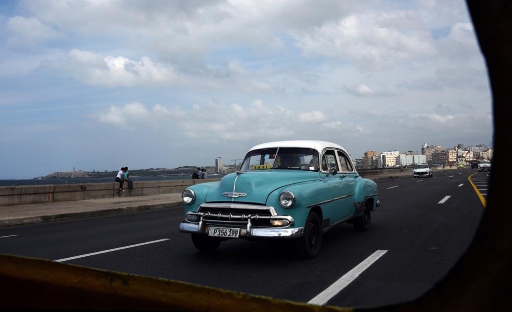 afp.16.03.23. Látkép egy autó ablakából Havannában