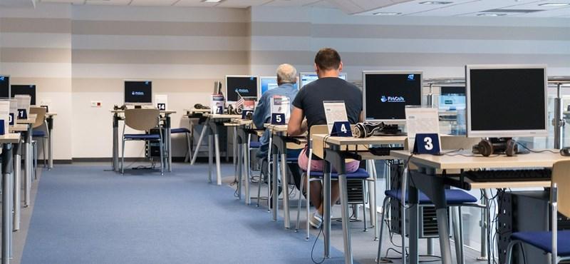 Milliárdokat osztanak szét az iskolák között számítógépekre