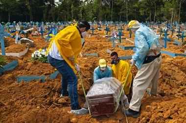 Brazíliában már 360 ezer halottja van a járványnak
