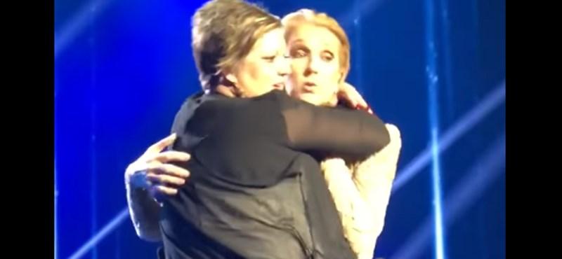 Nagyszerűen reagált Celine Dion, amikor szó szerint rámásztak a színpadon