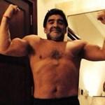 Fotó: alaposan kigyúrta magát Maradona