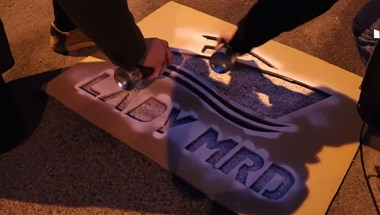 Beidézték a rendőrségre a külügy elé jachtparkolót festő momentumost