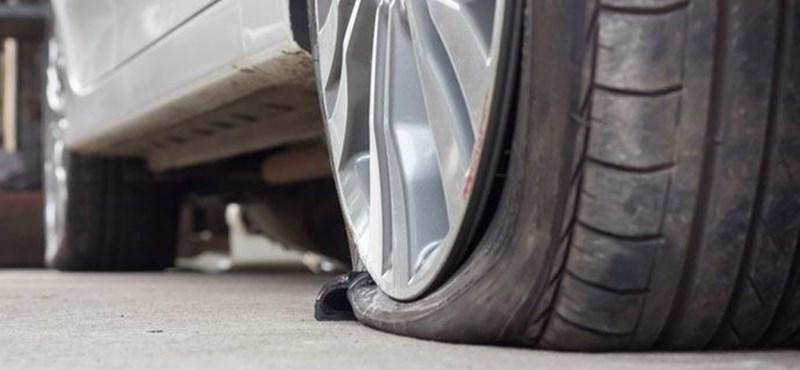 Tolatóradar: azonnal kiszúrja a kereket ez az eszköz, ha valaki a járdára parkol