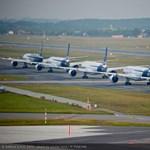 Gyönyörű fotók: így repül kötelékben 5 Airbus utasszállító