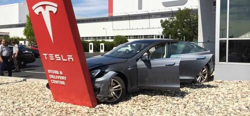 A Tesla történetének legnagyobb visszahívását jelentette be