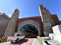 Közel 5000 méteres magasságban épült alagút Kínában