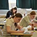 Kellemetlen meglepetés az angolérettségin: felsőfokú nyelvvizsgára illő kérdéseket is kaptak a diákok