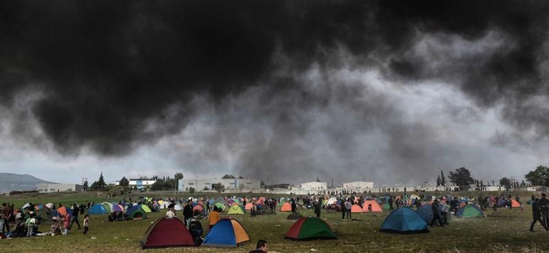 Szerbiában elkezdték oltani a menekülttáborok lakóit