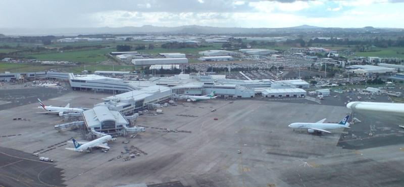 Szabaddá tették a repülést Ausztrália és Új-Zéland között, másnap koronavírusos lett egy reptéri dolgozó