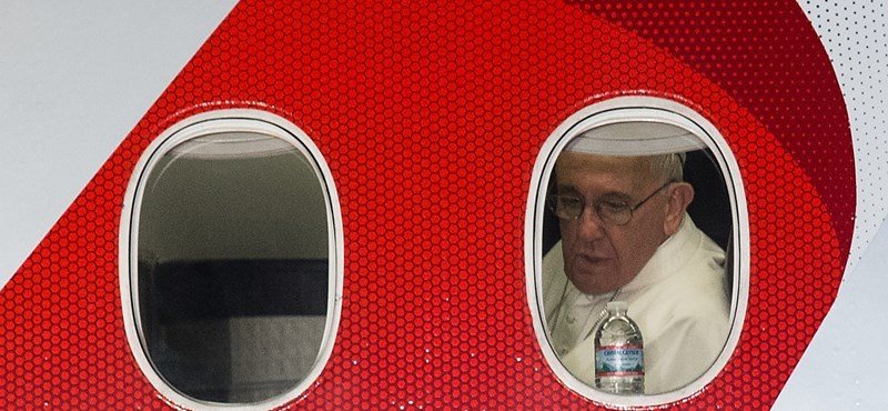 Lézerrel zavarták Ferenc pápa repülőgépének landolását Mexikóban