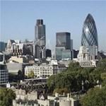 Nyitnak a repterek, felpörög az élet Londonban