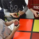 Orrvérzésig Rubik-kockáztak a magyar kreativitás napján