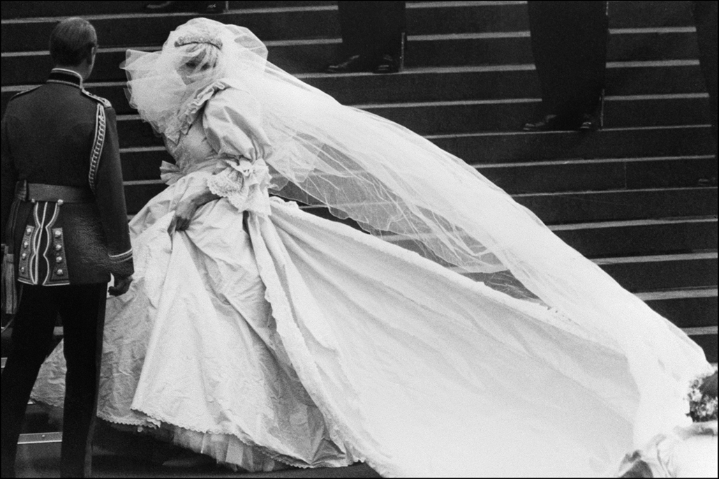 afp.81.07.29. - London, Egyesült Királyság: Diana hercegnő és Károly herceg esküvőjük előtt a londoni St. Paul katedrális előtt.