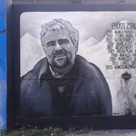 Fotók: Így néz ki a hatalmas Erőss Zsolt-graffiti a Filatorigátnál