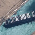 Megszűnt a dugó a Szuezi-csatornában