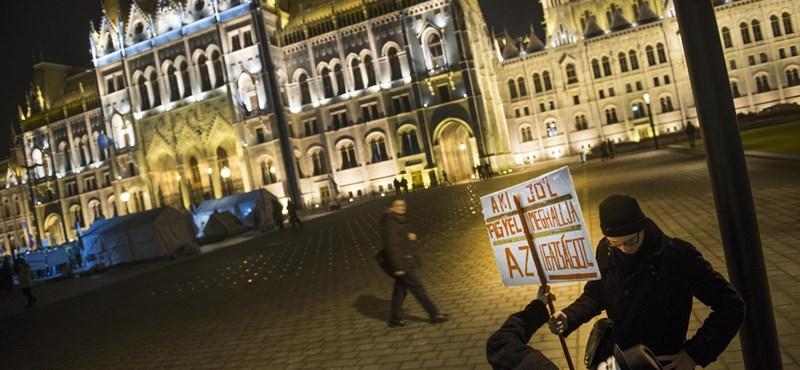 Ötszázan skandálták, hogy Orbán, takarodj