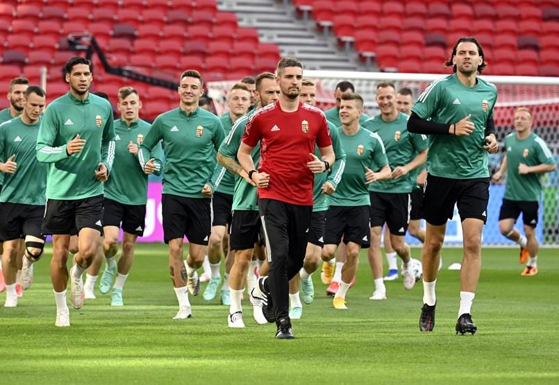 Kezdő tizenegy: Szijjártó szerint elődöntőbe jut a magyar csapat, Rossi negyeddöntőt vár, Hrutka egyetlen rúgott gólt tippelt