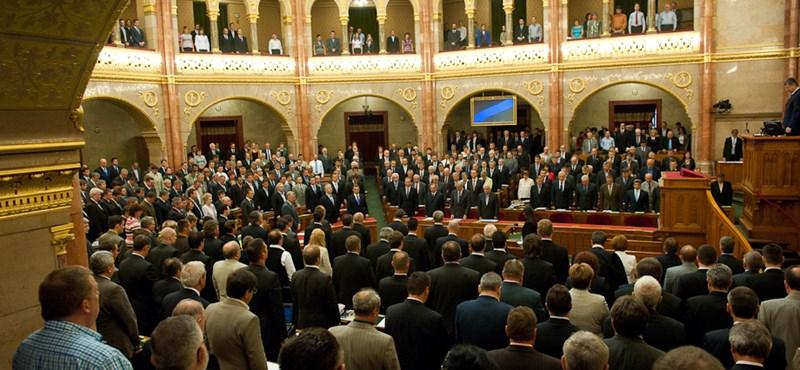 Lázár szűkítené az Ab döntési jogkörét, az LMP Nazarbajevet kiált