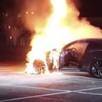 Addig erőltették a Ford Mustanggal a gumifüstölést, hogy az egész autó felgyulladt - videó