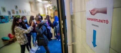 Az iskolaőrök sok helyen a hiányzó portás feladatait látják el vagy lázat mérnek