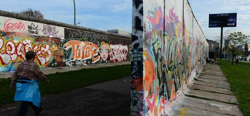 """""""Az NDK temetése első osztályú temetés volt"""" – 25 éve omlott le a berlini fal"""