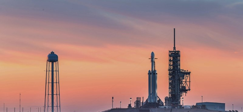 Elhalasztották a SpaceX műholdrajának fellövését
