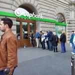 Devizahiteles tüntetők miatt üríthették ki a Nyugati téri OTP-fiókot