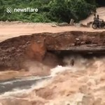 Sokkoló videó: motorosok alatt omlott össze egy híd Kambodzsában