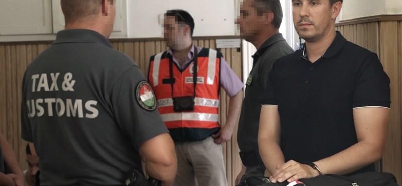 Elvitték a rendőrök a szombathelyi MSZP-s bizalmi emberét