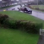 Horrorbaleset ért két lovast egy angliai úton – videó 18+
