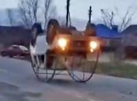 Keljfeljancsi-autót csináltak ebből a Lada Nivából - videó