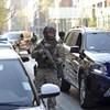 Kommandósok hozták a bíróságra az Iszlám Állam tagját, elrendelték a letartóztatást