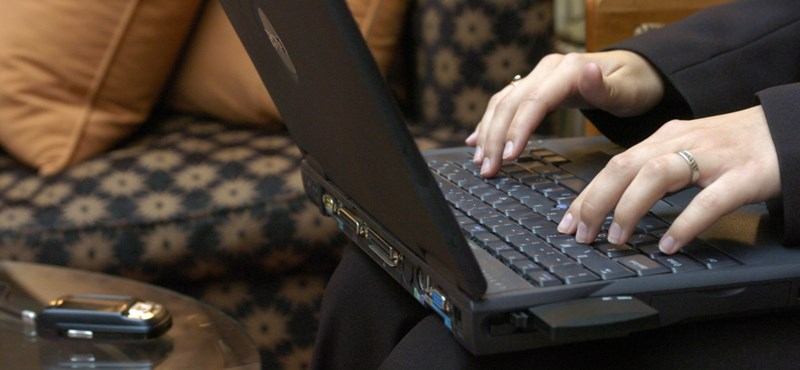 Ötezer számítógépet oszt szét a kormány a nyugdíjasok között
