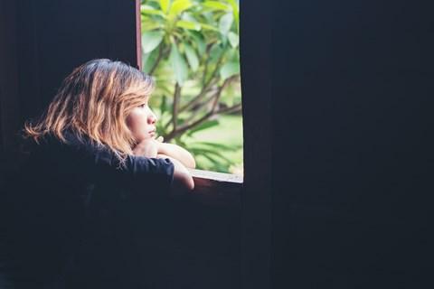 az ember keres magányos nő