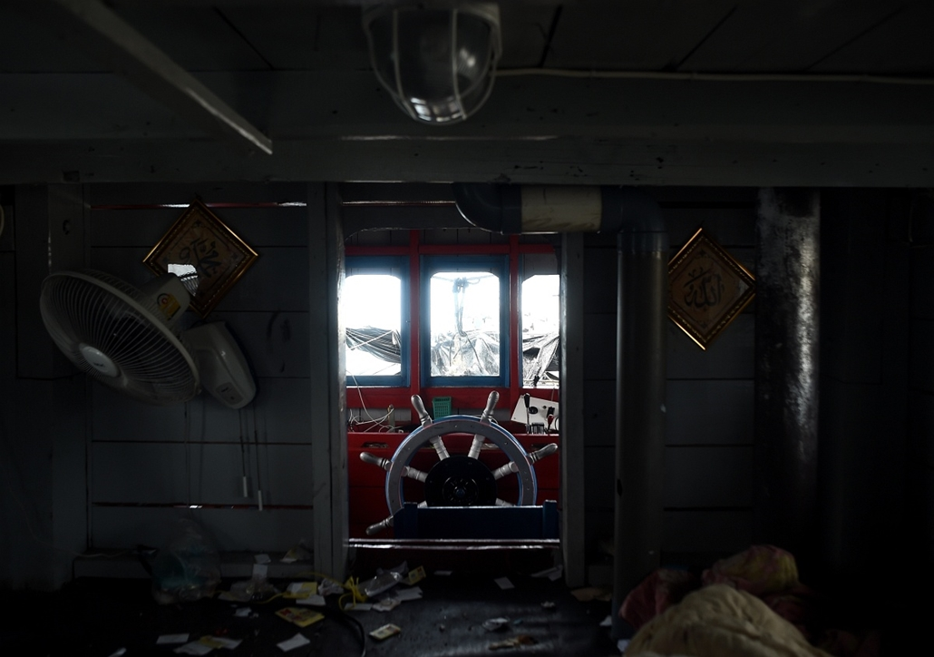 afp.15.05.12. - Langkawi, Malajzia: bangladesi bevándorlókat szállító hajó kapitányi hídja. - 7képei, évképei, bevándorló, bevándorlás, migráns