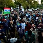 Legalább ezren tüntettek a Római-partért - galéria, time-lapse videó