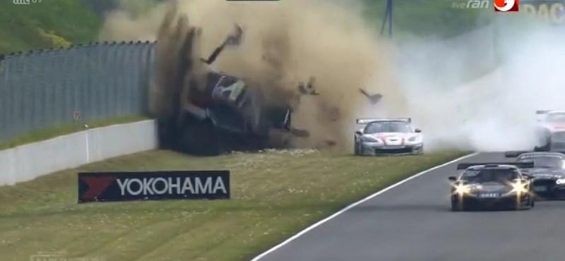Ennél nagyobb baleset biztosan nem volt a hétvégén - videó