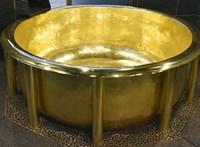 Ez a legsúlyosabb arany kád a világon, amiben megfürödhet