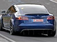 Elég látványos autókkal tért vissza a Tesla a Nürburgringre