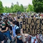 A rasszizmus áldozataiért tüntettek a budapesti amerikai követség előtt