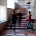 Több mint 2700 iskolát vehet át az állam