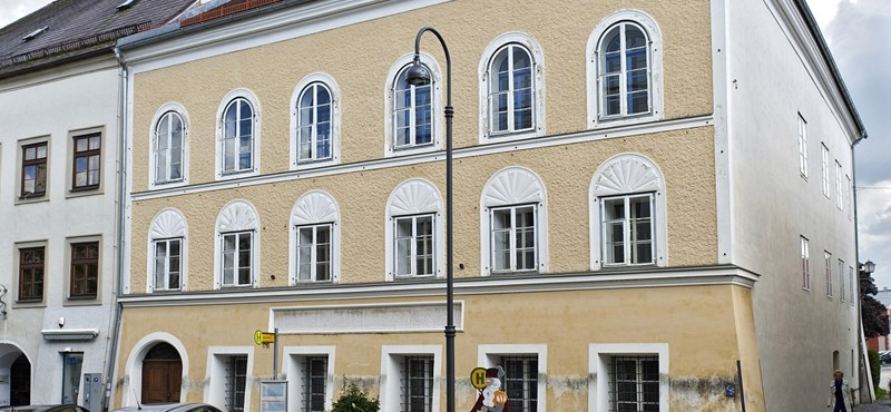 Ledózerolják Hitler szülőházát