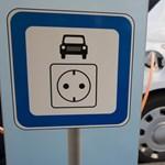 Elektromos autót venne, de sokba kerül? Mutatjuk, meddig kell várni, hogy olcsóbb legyen
