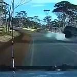 Dupla záróvonalon előzött a sofőr, frontális baleset lett a vége – videó