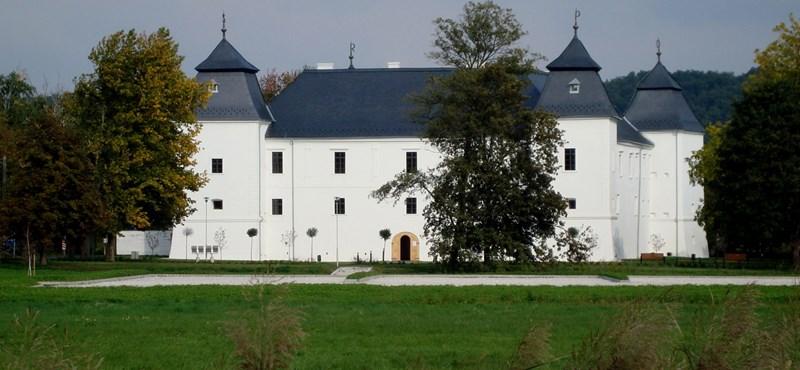 Több tízmilliót lophattak el az egervári várkastély felújításánál