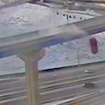 Húszméteres zuhanást élt túl egy sofőr, aki autójával lerepült egy felüljáróról - videó