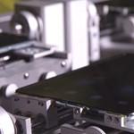 Videó: robotokkal teszteli a Samsung az összehajtható okostelefonját